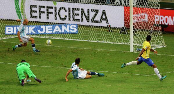 Игровой момент матча Бразилия - Аргентина