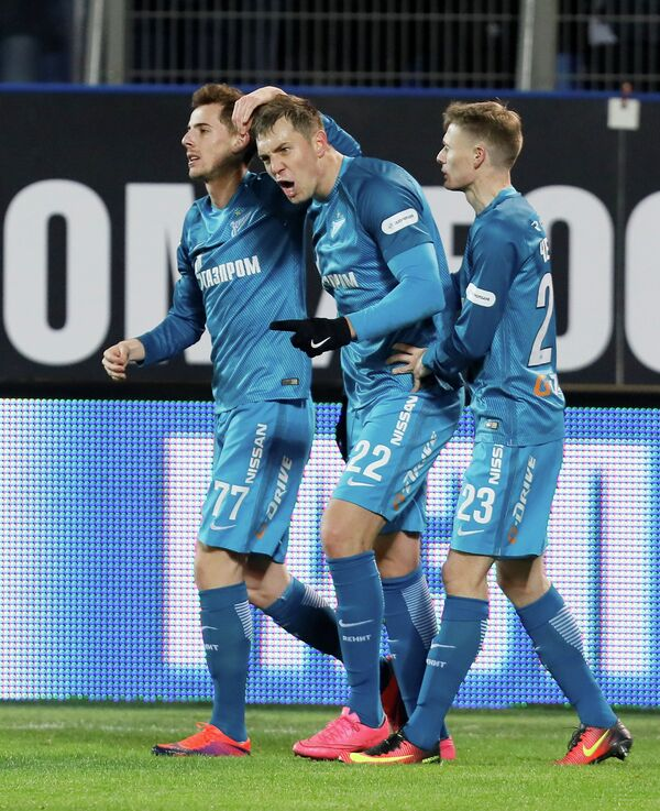 Игроки ФК Зенит Лука Джорджевич, Артём Дзюба и Евгений Чернов (слева направо)