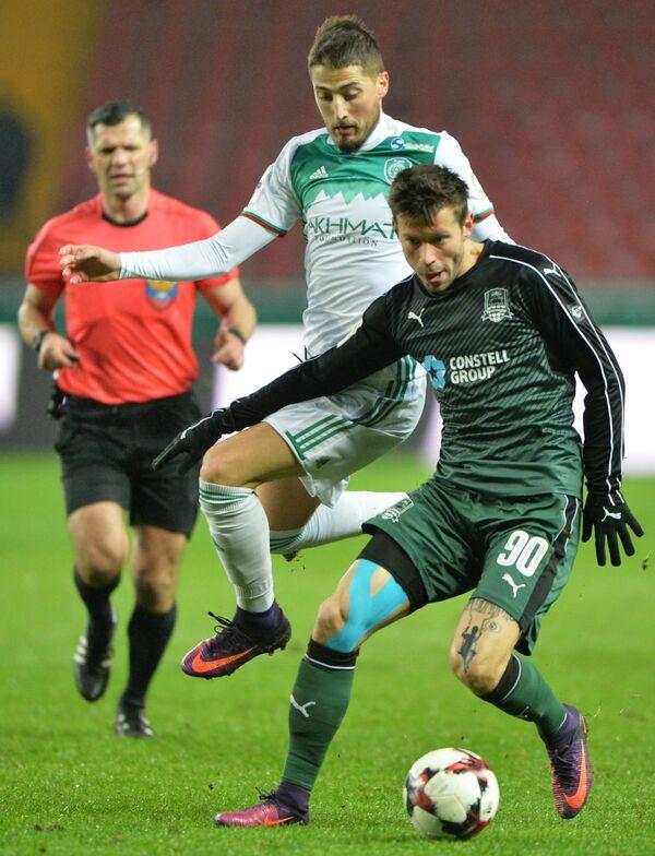 Игровой момент матча Терек - Краснодар