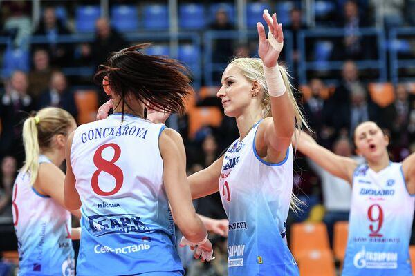 Игроки ЖВК Динамо (Москва) Майя Поляк, Наталия Гончарова, Анастасия Бавыкина и Вера Ветрова (слева направо)