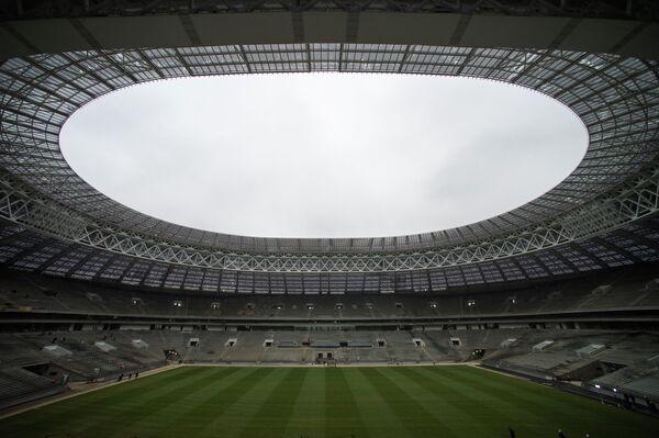 Вид строящегося стадиона Лужники в Москве