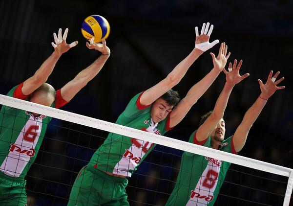 Игроки ВК Локомотив Николай Павлов, Ильяс Куркаев, Сергей Савин (слева направо)