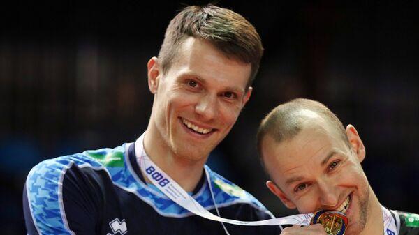 Игроки ВК Зенит-Казань Евгений Сивожелез (слева) и Алексей Вербов