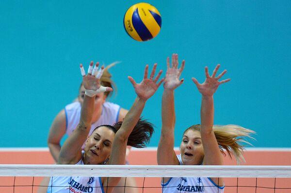 Волейболистки ЖВК Динамо Наталия Гончарова (слева) и Ирина Фетисова