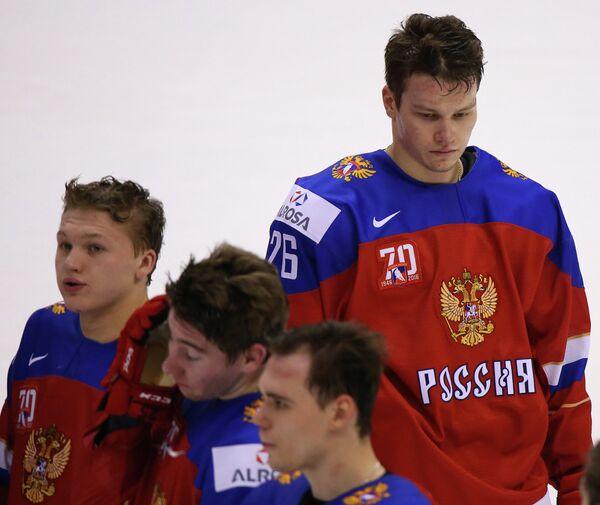 Защитник сборной России Михаил Сергачёв (справа)