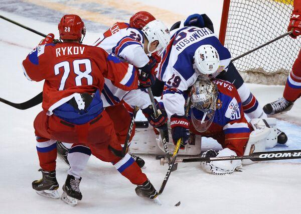 Игровой момент матча молодежного чемпионата мира между сборными России и США