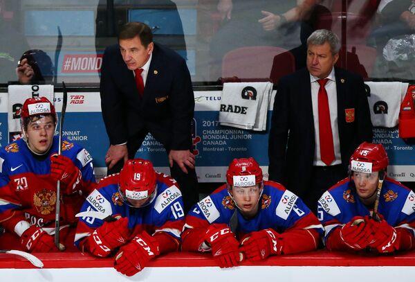 Тренер сборной России Олег Браташ и главный тренер сборной России Валерий Брагин (на втором плане справа налево)