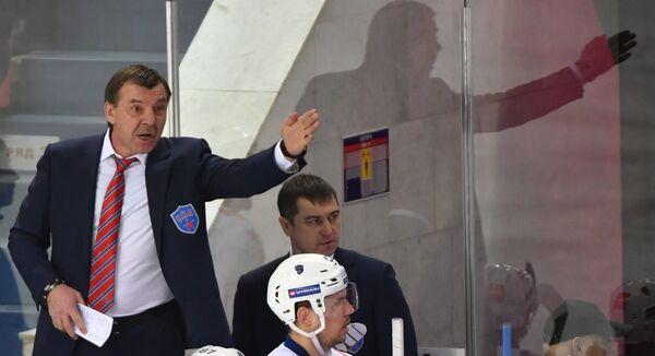 Главный тренер СКА Олег Знарок (слева)