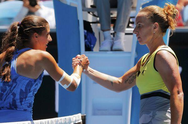 Российская теннисистка Светлана Кузнецова и австралийка Джейми Фурлис (справа налево)