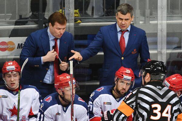 Главный тренер ЦСКА Дмитрий Квартальнов (справа) и тренер Игорь Горбенко