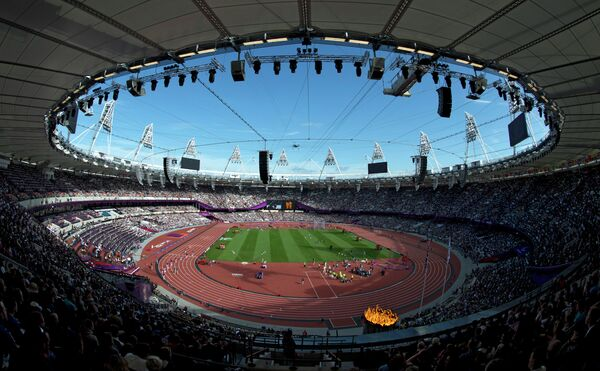 Вид на стадион во время соревнований по легкой атлетике