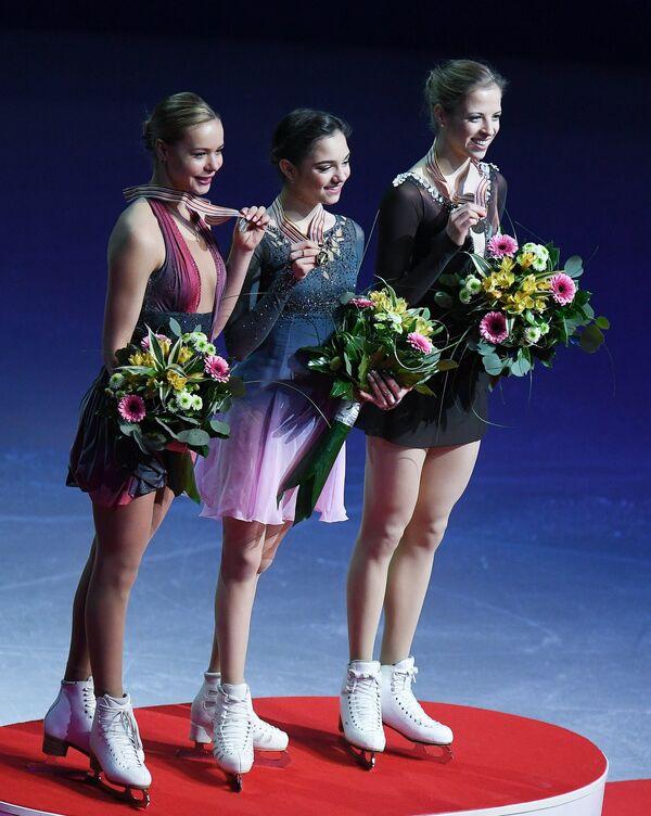Анна Погорилая, Евгения Медведева и Каролина Костнер (слева направо)