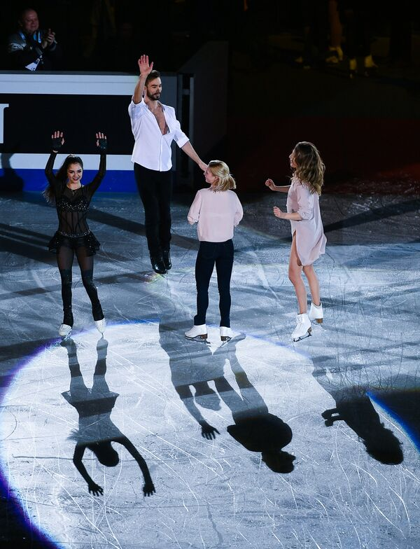 Евгения Медведева (Россия), Гийом Сизерон (Франция), Евгения Тарасова (Россия) и Габриэлла Пападакис (Франция) (слева направо)