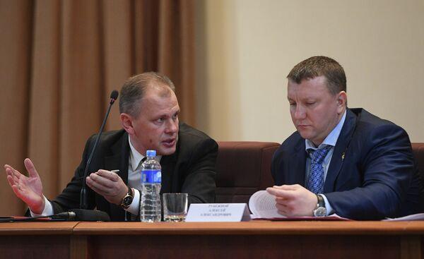 Первый вице-президент Федерации бокса России Андрей Данько и глава службы безопасности президента России Алексей Рубежной
