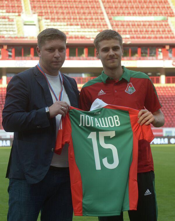 Арсений Логашов (справа)