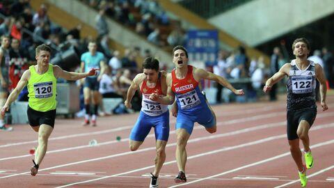 Дмитрий Лопин (второй справа)