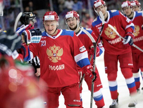 Нападающий сборной России Кирилл Капризов (на первом плане)