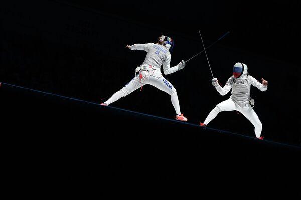 Финальный поединок по фехтованию на рапирах на чемпионате мира в Москве