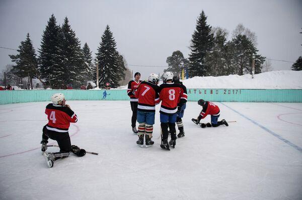 Участники хоккейного матча