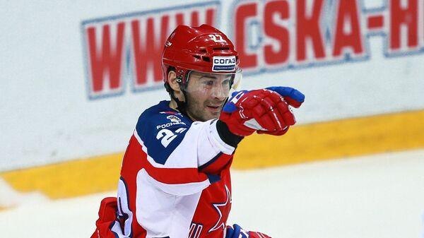 Нападающий ПХК ЦСКА Александр Попов