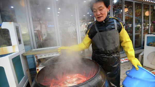 Рынок морепродуктов возле Gyeongpo Beach в городе Каннын, Республика Корея