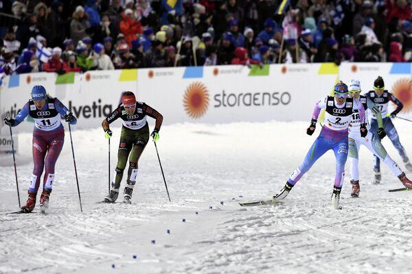 Российская лыжница Наталья Матвеева (справа)