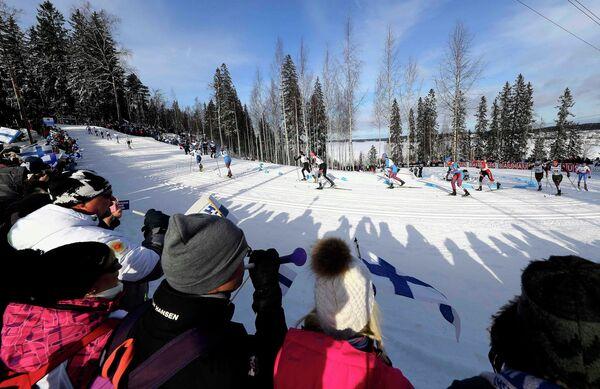 Лыжницы на дистанции скиатлона во время чемпионата мира-2017 в Лахти