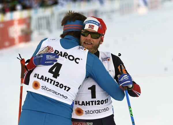 Слева направо: Сергей Устюгов (Россия) и Мартин Йонсруд Сундбю (Норвегия)