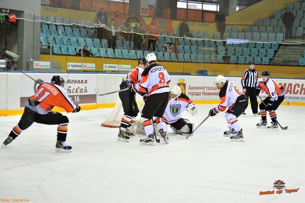Игровой момент матча Ермак - Спутник