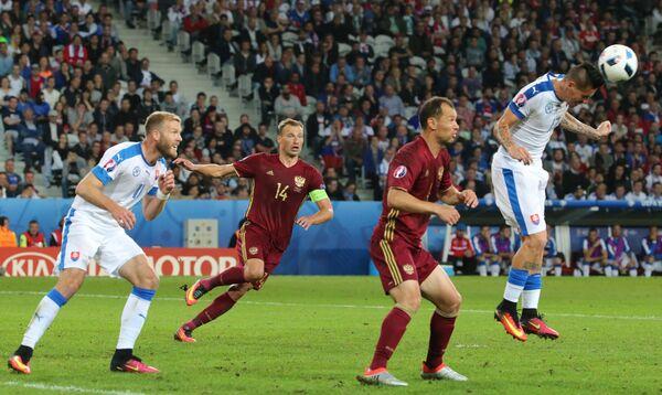 Игровой момент матча чемпионата Европы 2016 Россия - Словакия