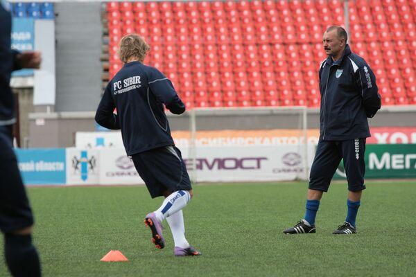 Игорь Криушенко (справа)