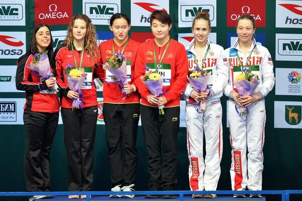 Каэли Маккей и Меган Банфето, Жэнь Цянь и Сы Яцзе, Юлия Тимошинина и Валерия Белова (слева направо)