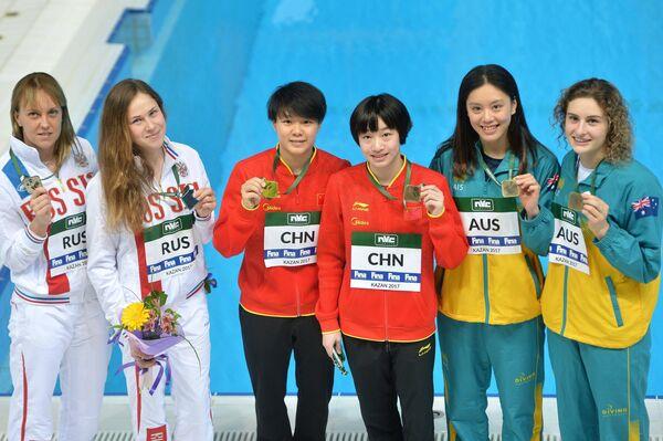 Надежда Бажина и Кристина Ильиных (Россия), Чан Яни и Ши Тинмао (Китай), Эстер Цинь и Мэддисон Кини (Австралия) (слева направо)