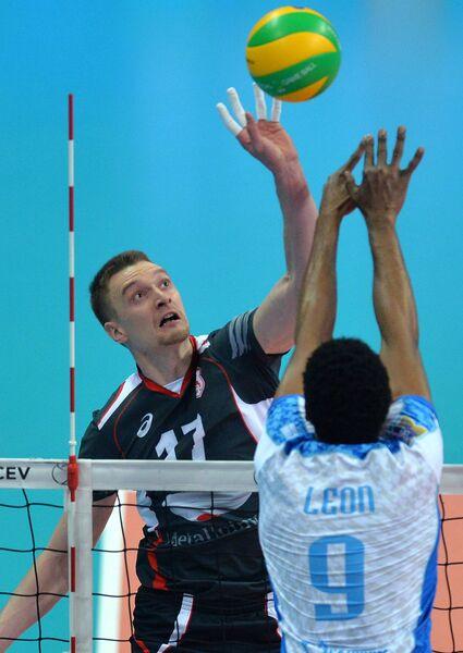 Диагональный ВК Белогорье Максим Жигалов (слева)
