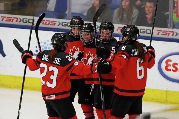 Хоккеистки сборной Канады