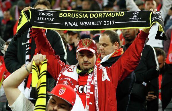 Болельщик Монако перед началом матча с дортмундской Боруссией