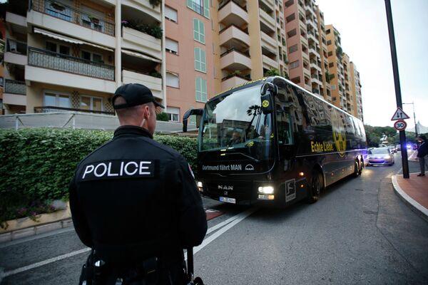 Автобус дортмундской Боруссии перед ответным матчем 1/4 финала Лиги чемпионов против Монако