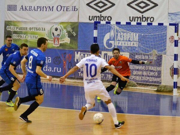 Игровой момент матча чемпионата России по мини-футболу между Ухтой и подмосковным Динамо