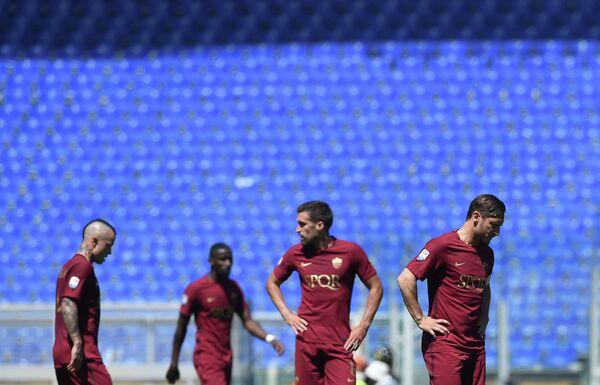Футболисты Ромы Франческо Тотти, Кевин Стротман, Антонио Рюдигер и Раджа Наингголан (справа налево)