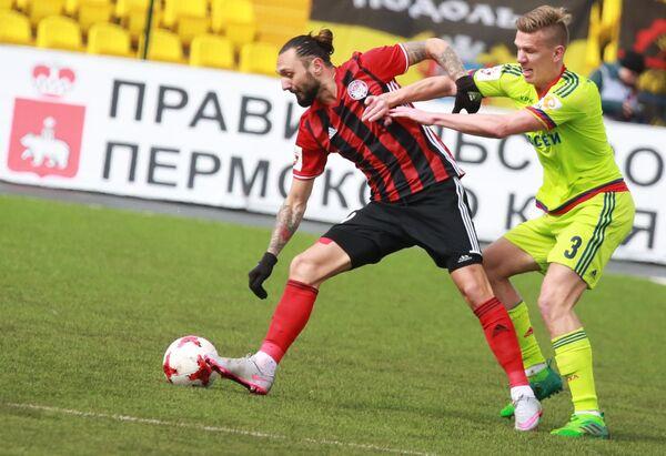 Форвард Амкара Дарко Бодул (слева) и хавбек ЦСКА Понтус Вернблум