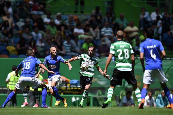 Игровой момент матча чемпионата Португалии по футболу между Спортингом и Белененсишом