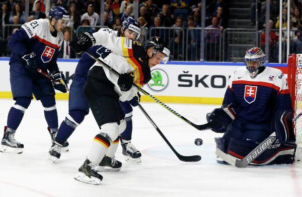 Игровой момент матча Словакия - Германия