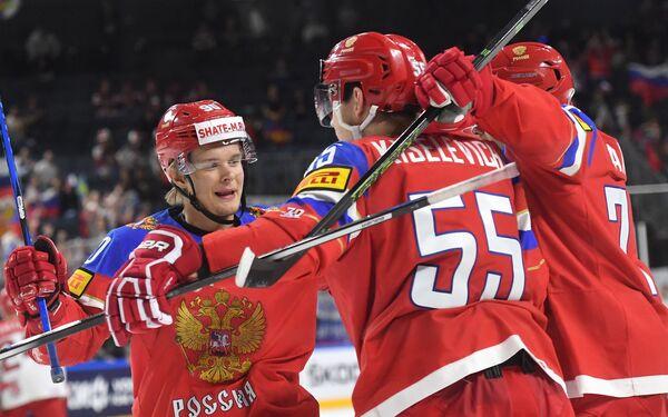 Хоккеисты сборной России Владислав Наместников, Богдан Киселевич и Иван Телегин (слева направо)