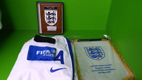 Игровая форма молодежной сборной Англии