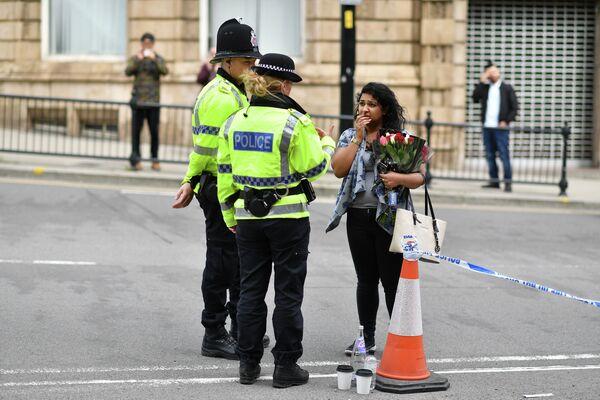 Полицейские у Манчестер Арены, где произошел взрыв