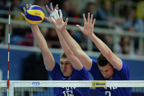 Игроки сборной России Александр Кимеров и Илья Власов (справа)