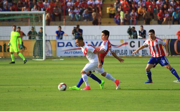 Игровой момент матча Перу - Парагвай