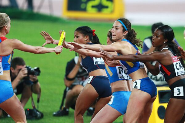 Спортсменки во время эстафеты 4х400 метров