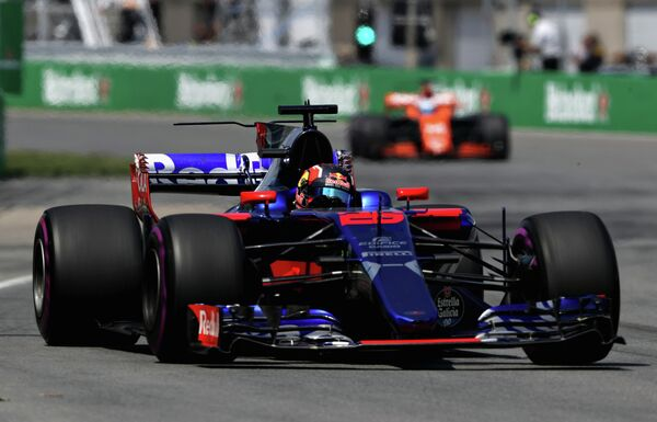Российский гонщик команды Формулы-1 Торо Россо Даниил Квят