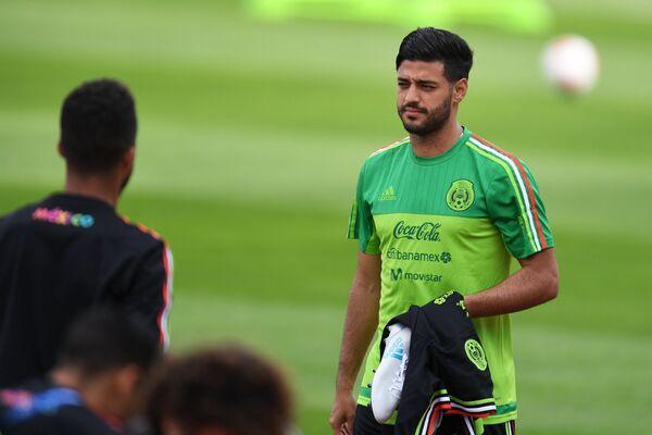Нападающий сборной Мексики Карлос Вела